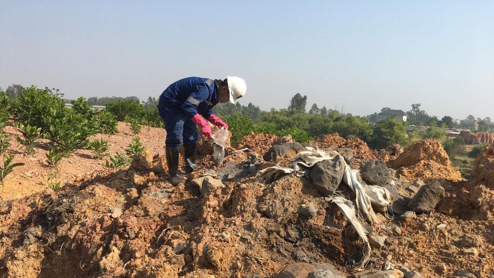 Điều tra làm rõ vụ chôn lấp trộm chất thải tại Sóc Sơn (Hà Nội)